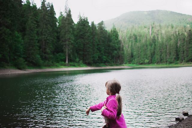 girl_at_lake_hiking