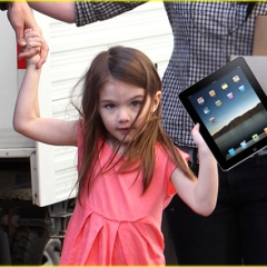 Suri Cruise with an iPad