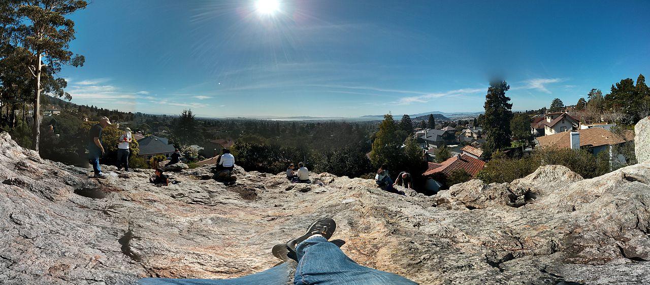 1280px-Berkeley_Indian_Rock_Panorama