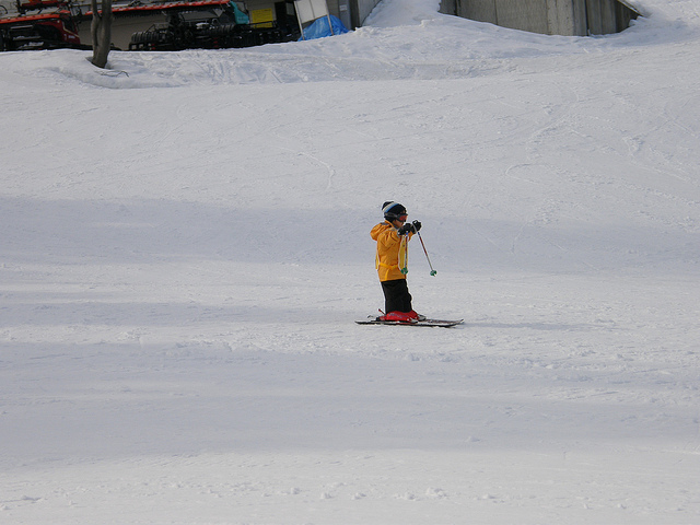 kid-skiing
