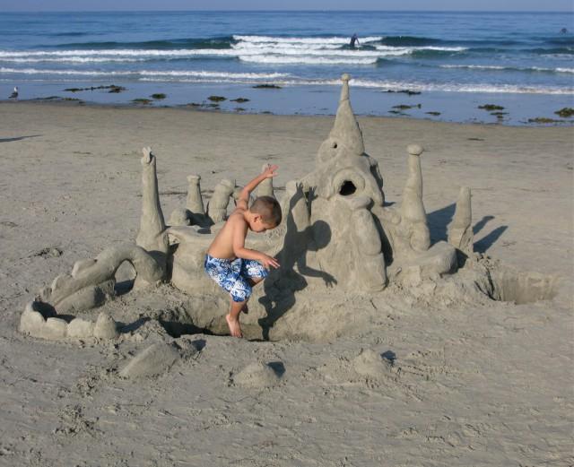 kid-sandcastle
