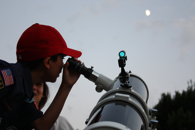 kid-telescope-2
