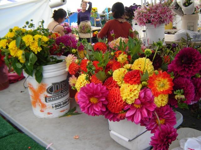 farmers-markets-flowers