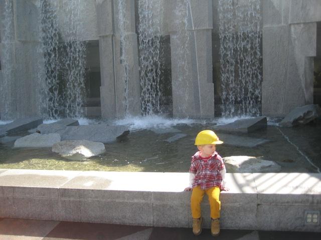 waterfall_yerba_buena gardens-henrik guetbier