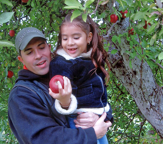 dad-and-daughter-apple-picking