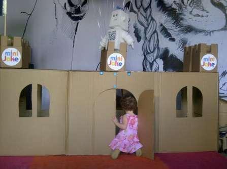 carboard castle hip tot