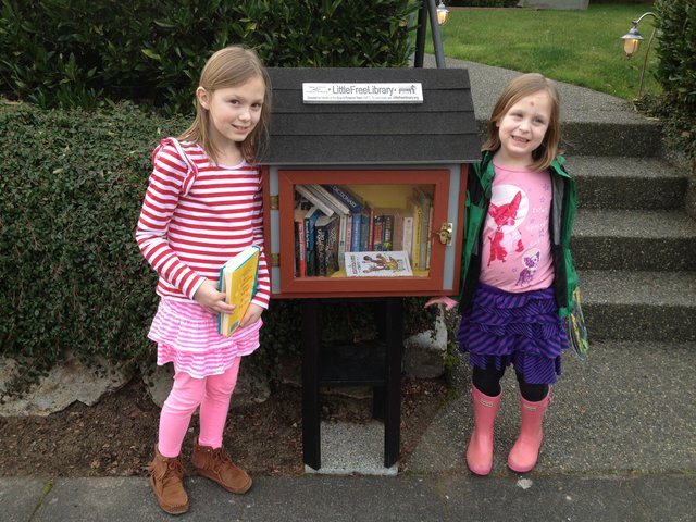 SEATTLE-Little-Libraries-Photo-Girls