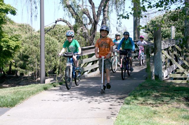Alameda_Lagoon_Kid_bikes
