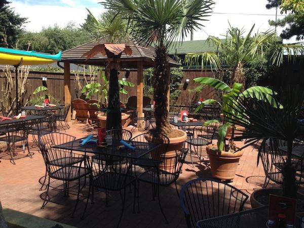 beaumont-village-nohos-back-patio