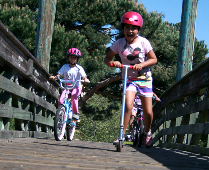 Girls_Alameda_Lagoon_bike