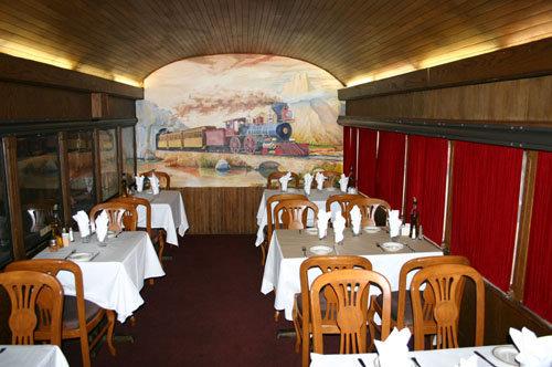 tuttu-italiano-restaurant-trains