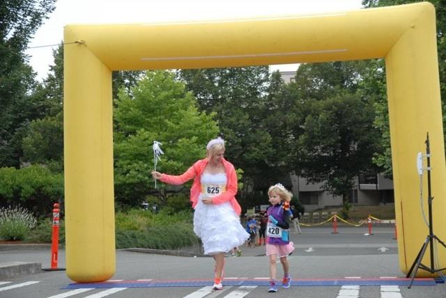Float Dodger mom and daughter finish line
