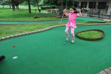Little girl mini golf