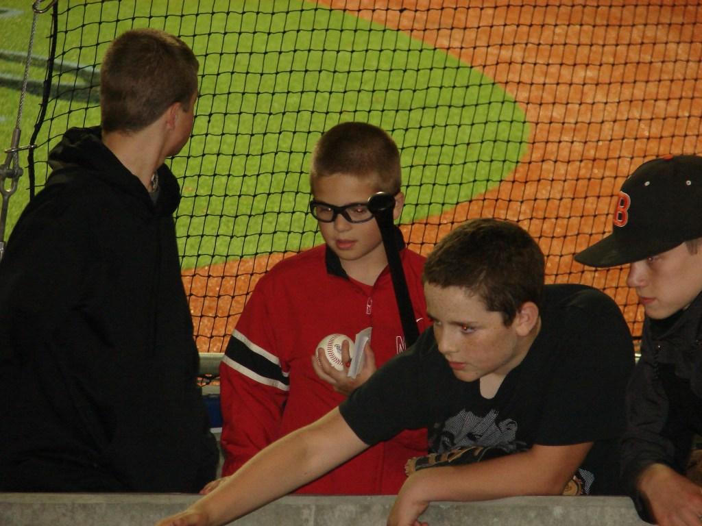kids-at-baseball-game