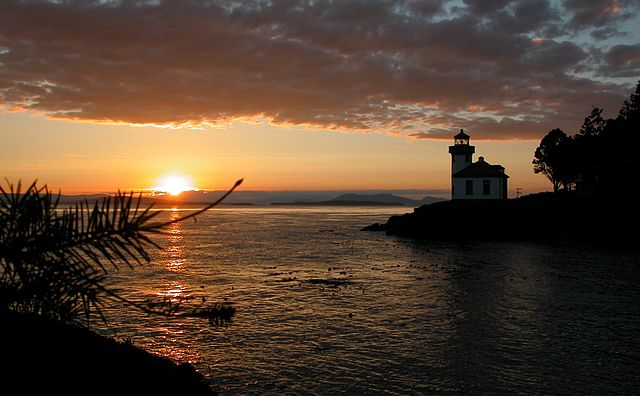 Lime_Kiln_Lighthouse_sunset