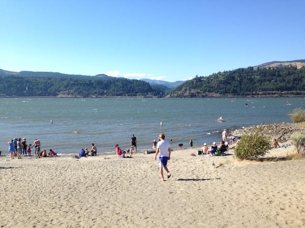 hood river beach 3 laura