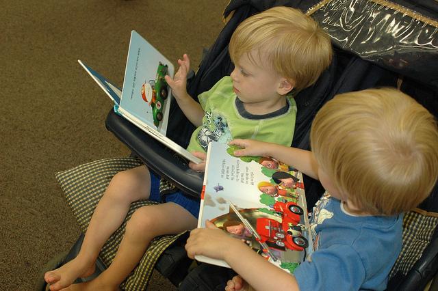 kids-reading-10