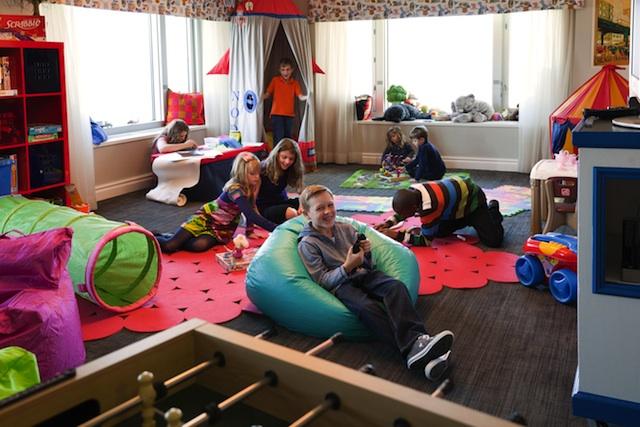 four-seasons-kids-lounge