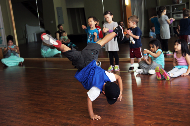 Hip hop bboy mini breaks studio