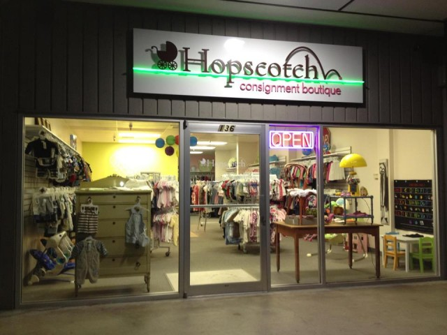 Hopscotch Consignment outside night shot