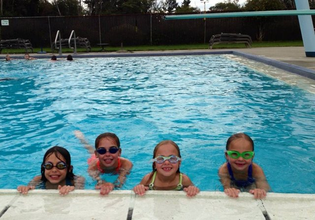 outdoor pool_swimming
