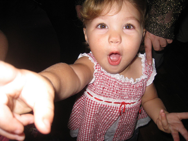 kid-pointing