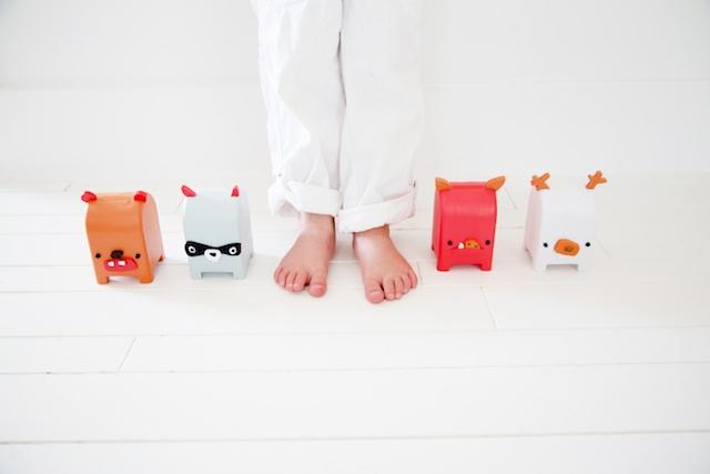 toymail-feet