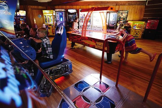 lago-césped-arcade