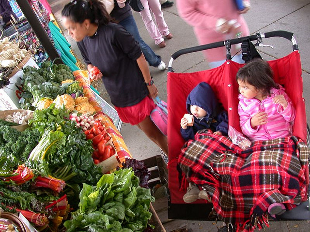 family-farmers-market
