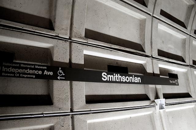 smithsonian-metro-stop