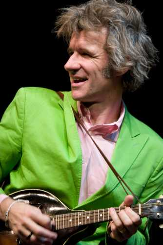Dan Zanes plays mandolin in 2007