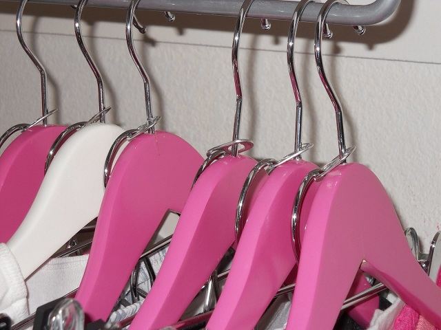 Use-Soda-Can-Tabs-to-Create-Double-Coat-Hangers