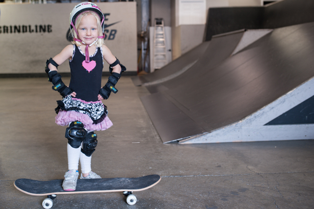 001_redtri-skatergirl