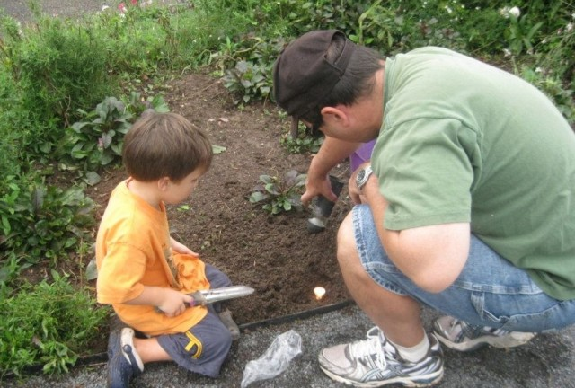 gardening-kid-dad