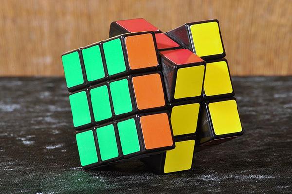 800px-Rubik's_cube,_CN_II