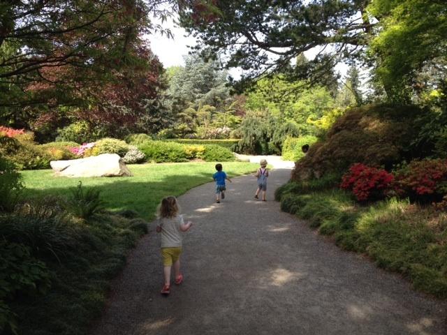 Kubota Garden kids running