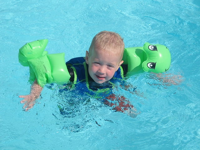 swimming-baby-floaters