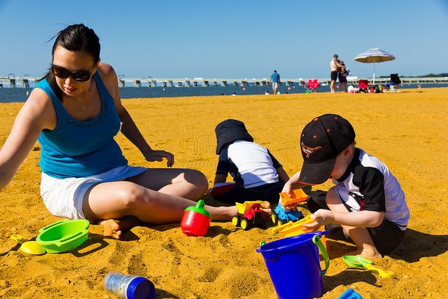 sandy-point-beach-family