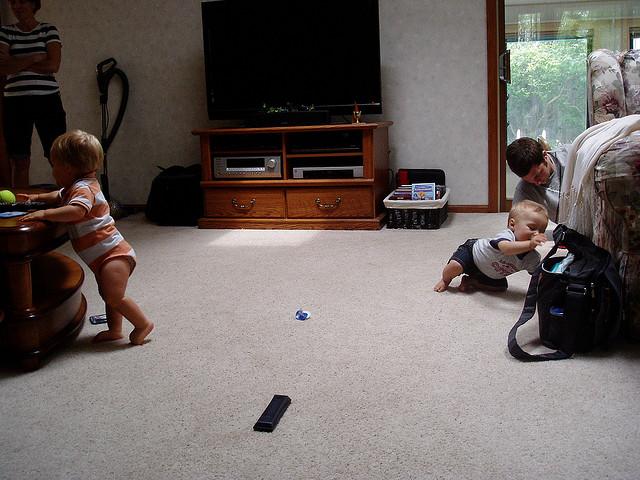 babies-playing-far-apart