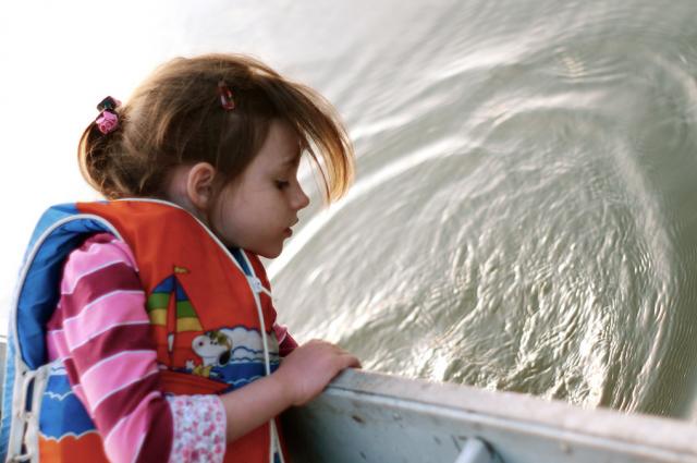 lake-boat-girl
