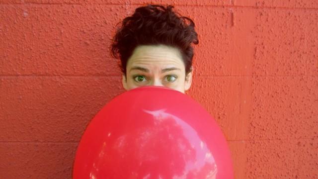 capital-fringe-balloon-play