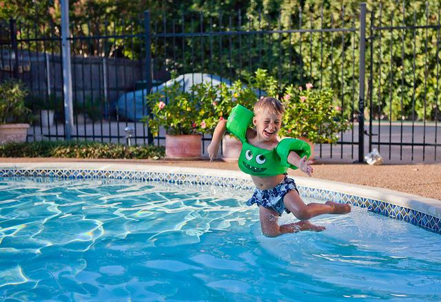 kid-jump-pool