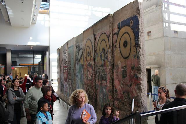 newseum-berlin-wall