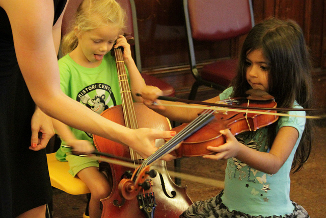 kids-playing-instruments