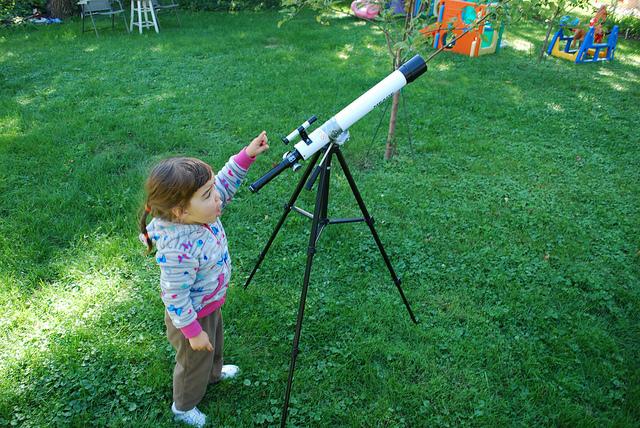 telescope-girl-stars