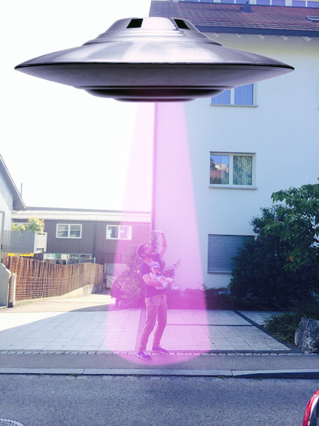 babysitting-photo-alien