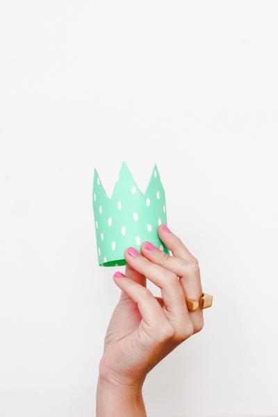 DIY-cardboard-crown