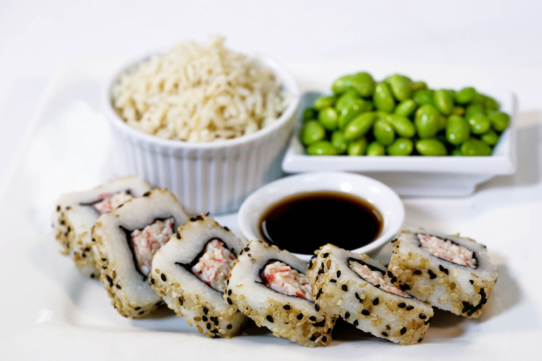 Lunchmaster.Sushi with brown rice and edamame