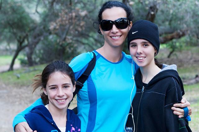 mom_and_kids_hike