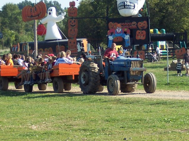 pumpkin-village-hay